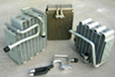 福岡ラジエーターは各種の熱交換器(ラジエーター・コンデンサー・エバポレーター・インタークーラー・オイルクーラー・カーヒーター)をご提供しております。